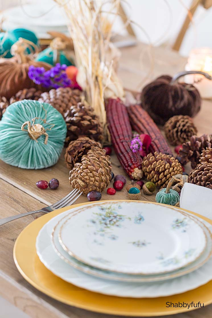 simple Thanksgiving vintage table setting
