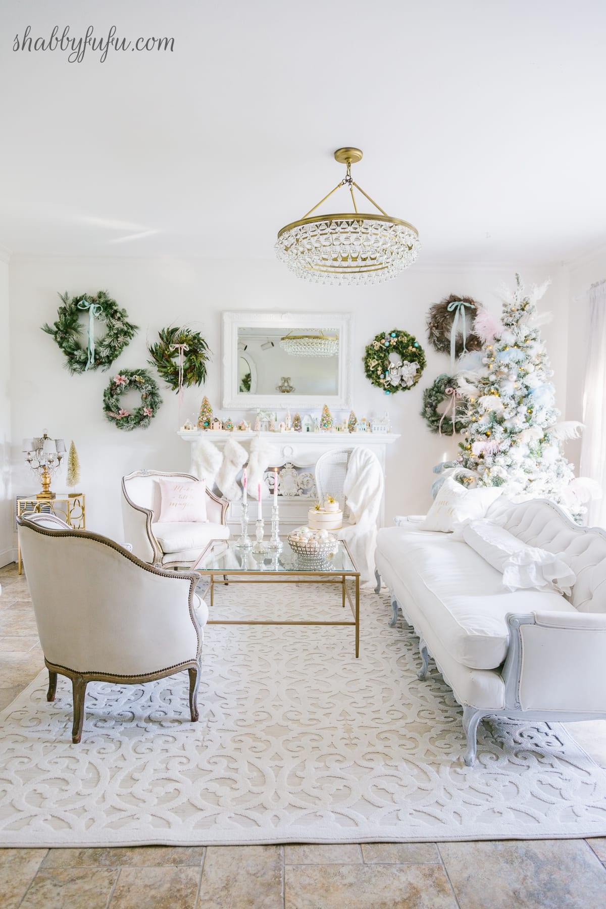 make a little Christmas magic with a wreath wall shabbyfufu.com
