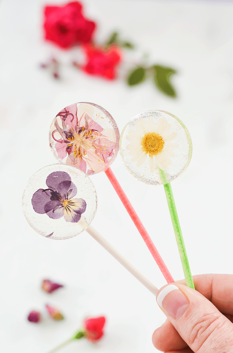 lolipops with edible flowers
