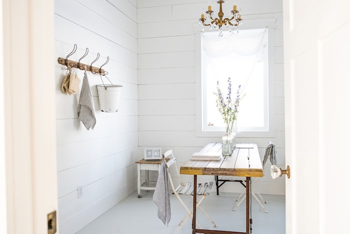 minimalist white farmhouse decor