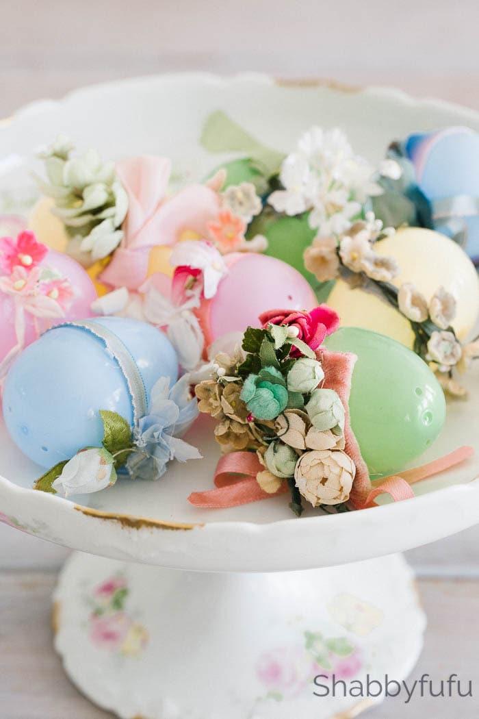 plastic Easter eggs DIY