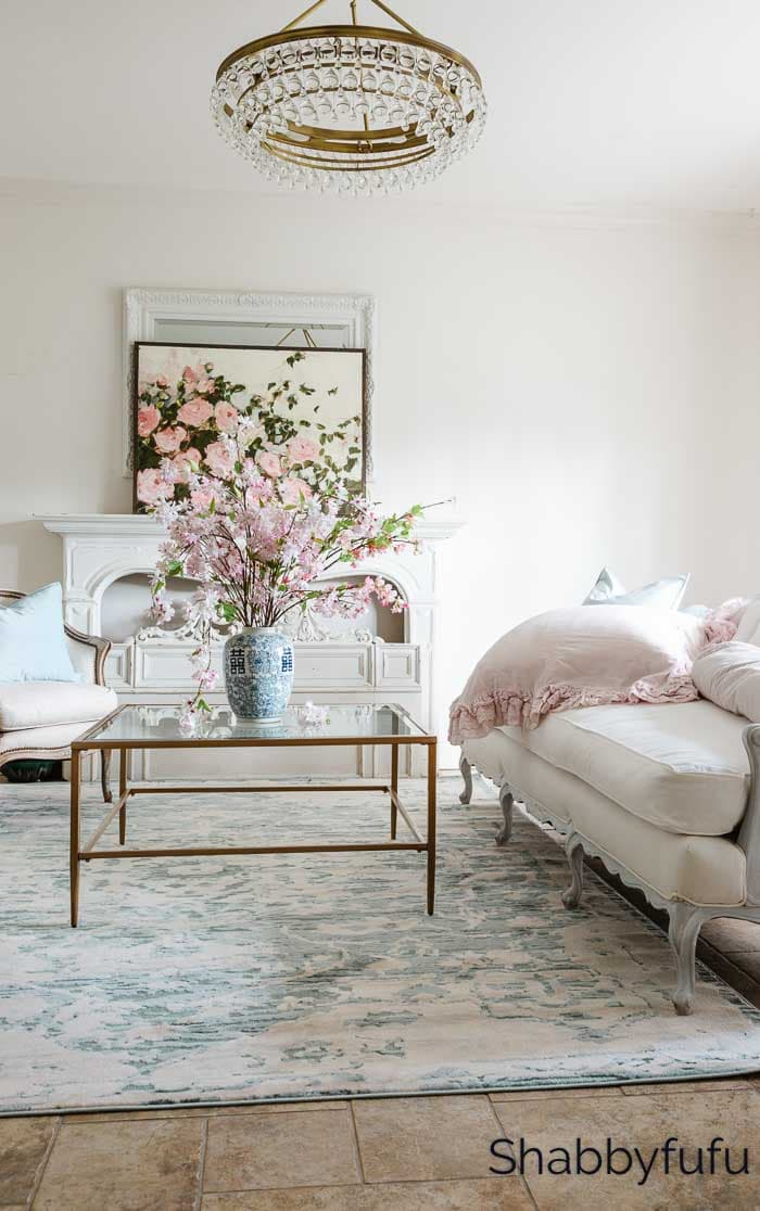 how to decorate a coffee table tray for summer in the living room