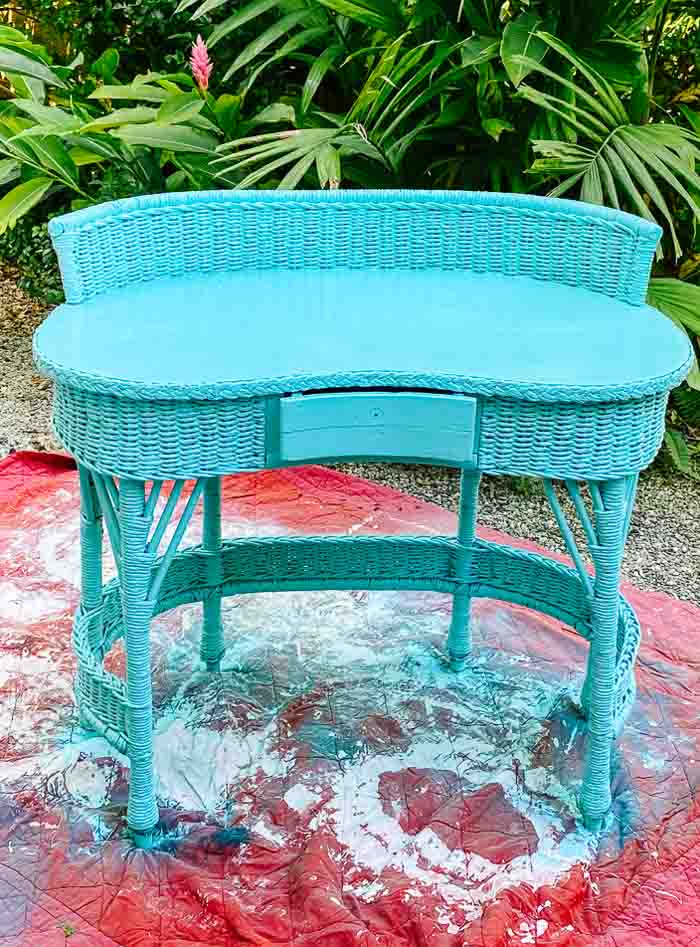spray paint wood furniture