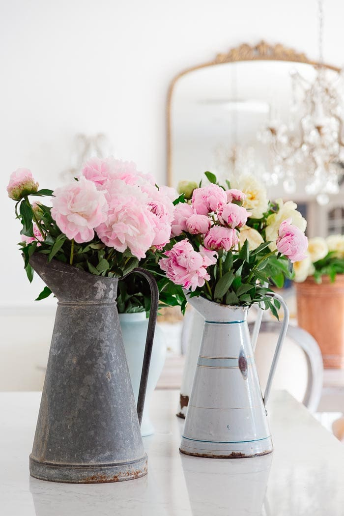 tips for arranging peonies in French buckets