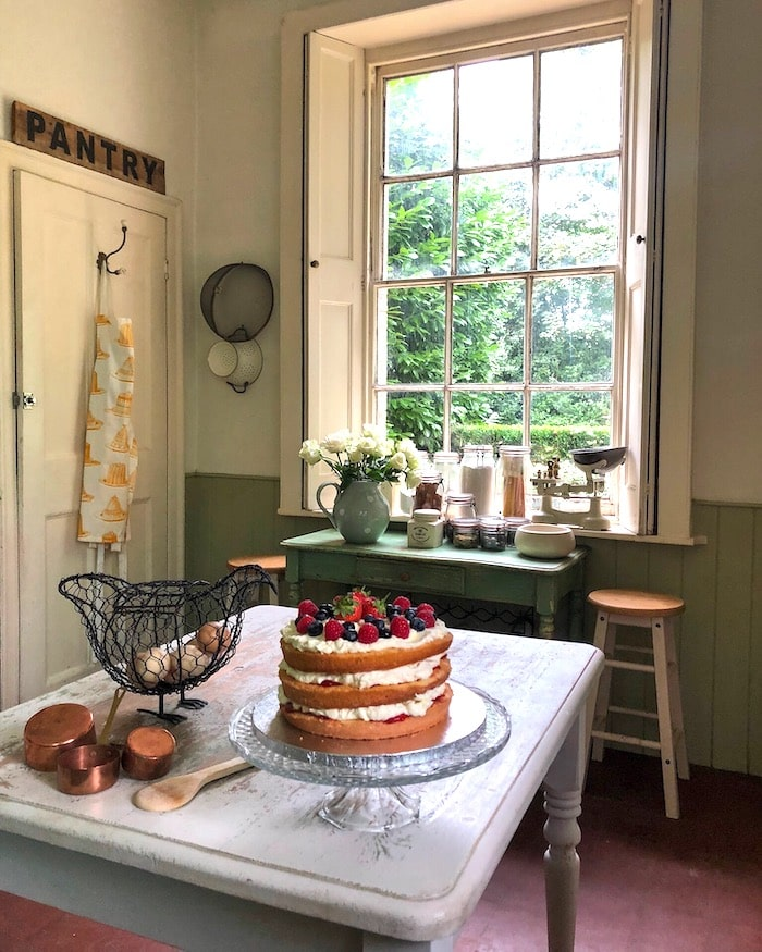 English country decor kitchen