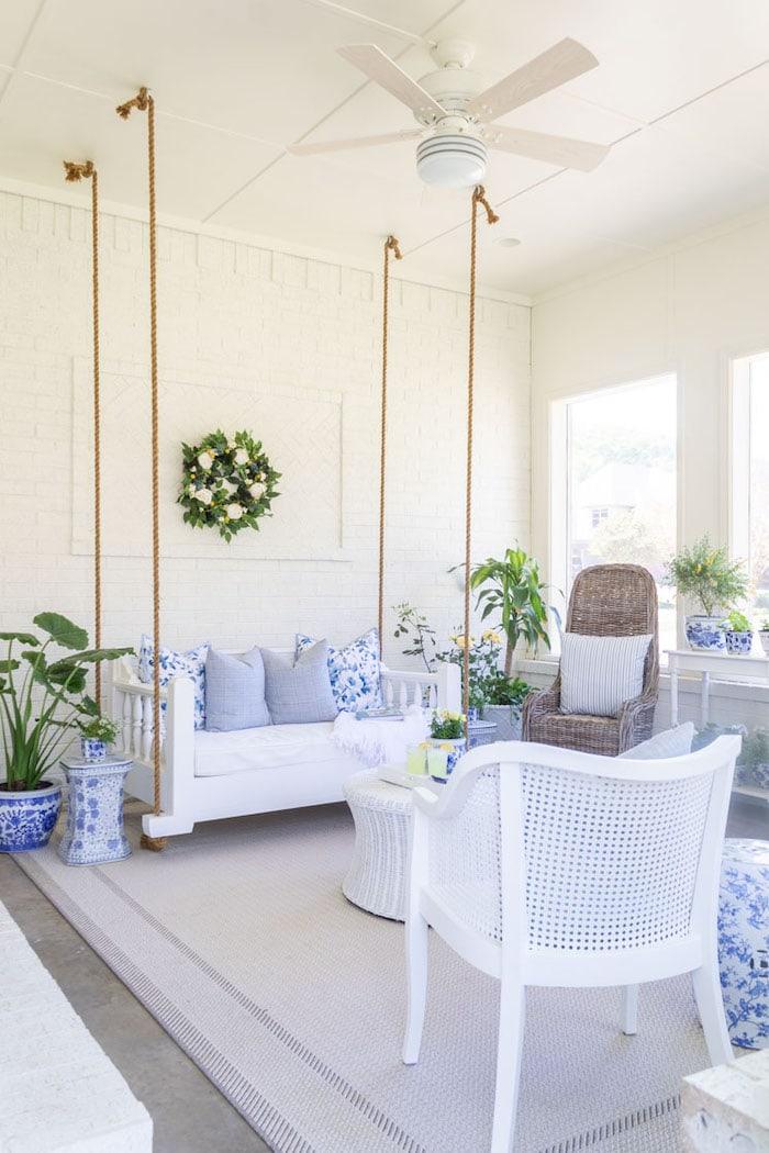 sunroom with wicker furnishings