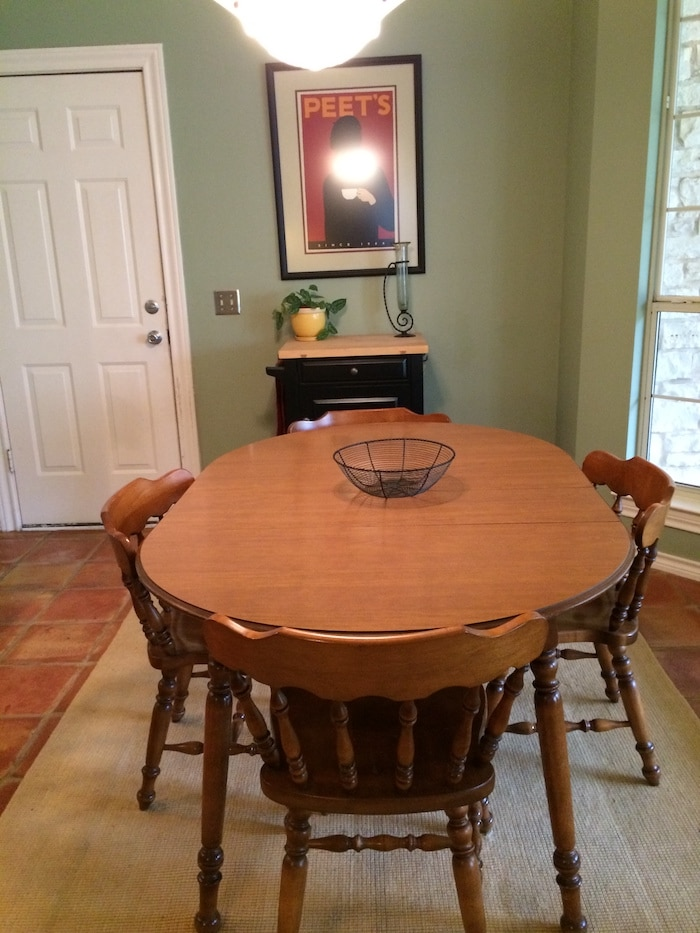 outdated breakfast room