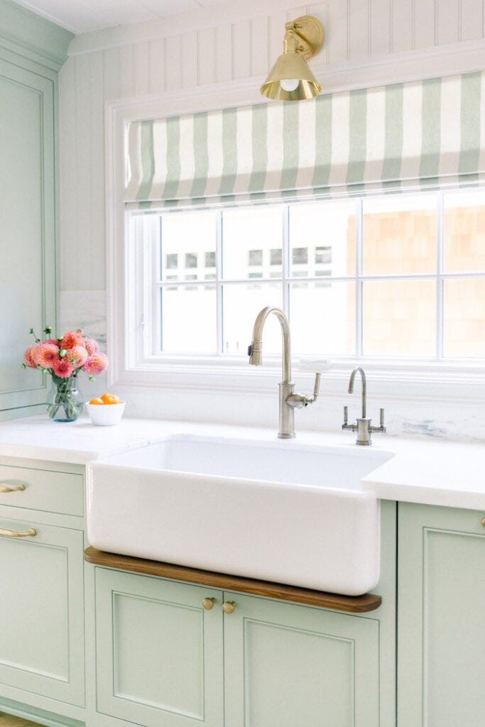 relaxed California cottage home farmhouse sink