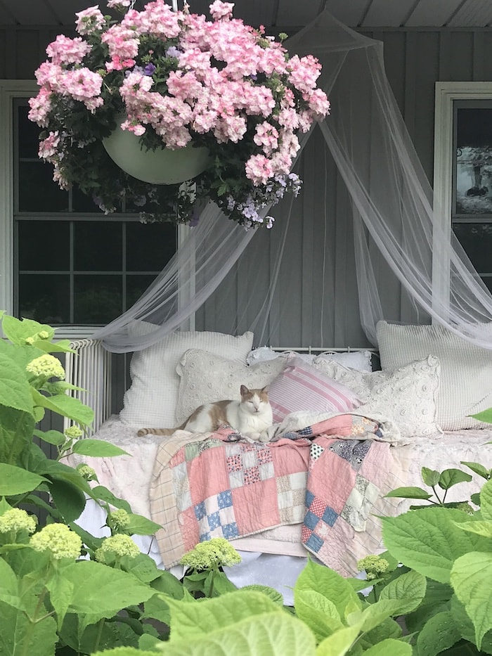 farmhouse chic home budget daybed