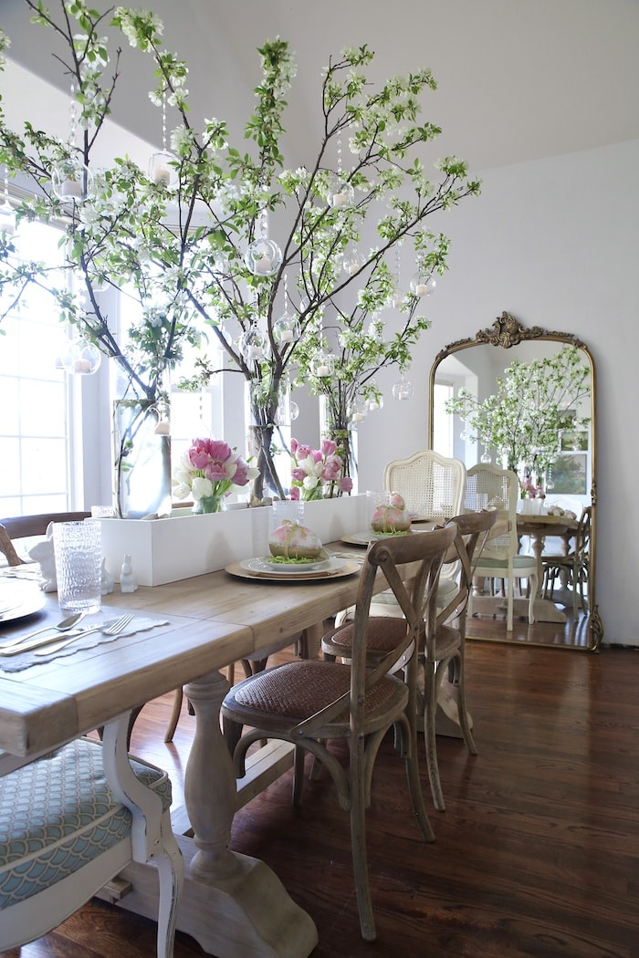 French style home dining room