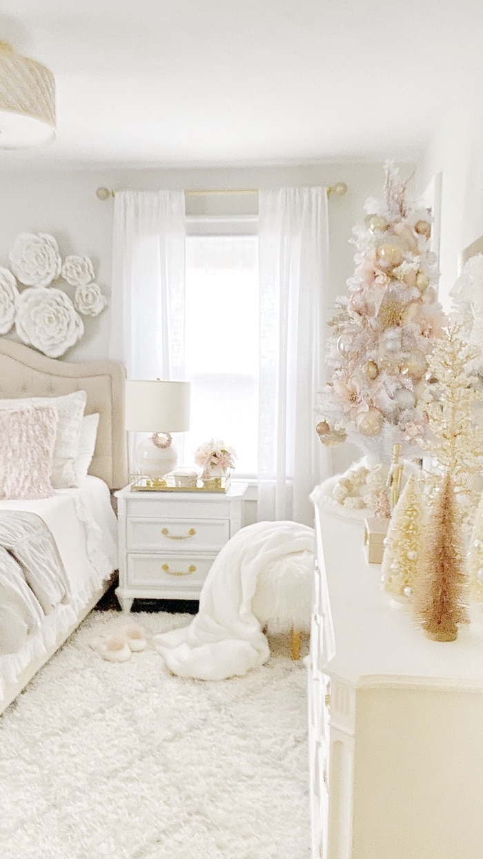 shabby chic teen girls bedroom at Christmas