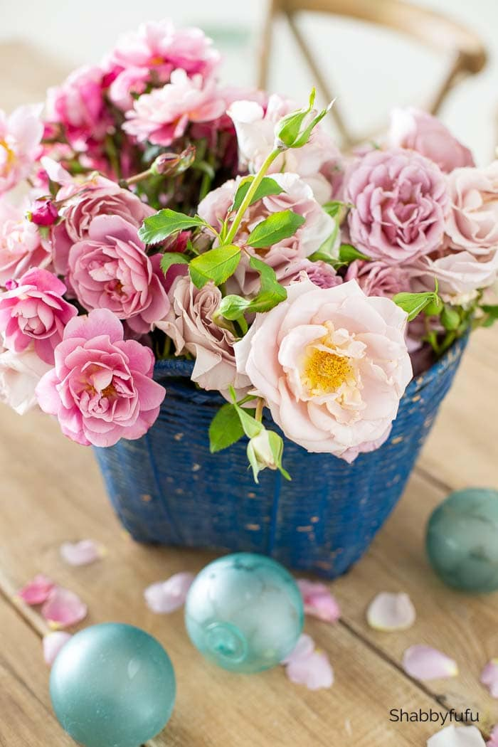 simple Friendsgiving ideas garden roses