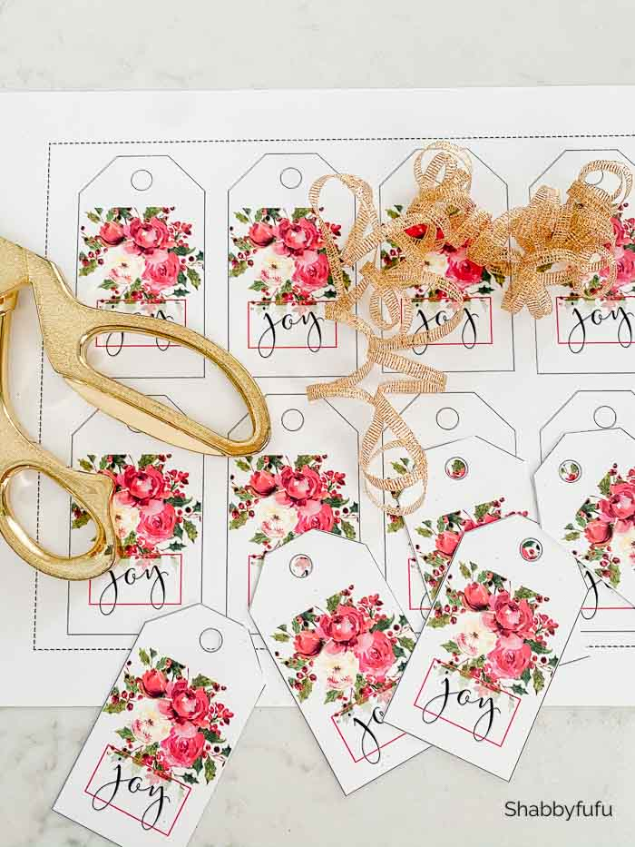 gorgeous Christmas peonies gift tags