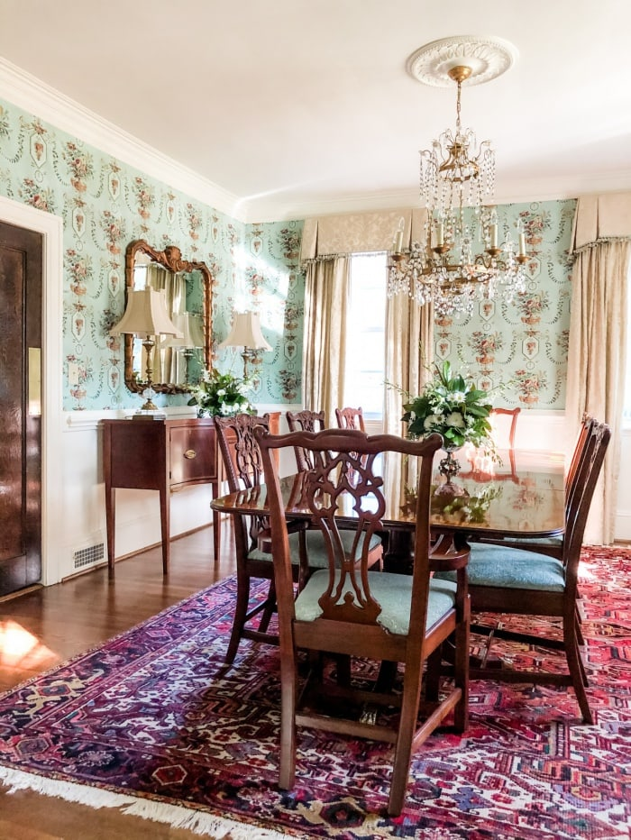 traditional Southern dining room furniture and decor