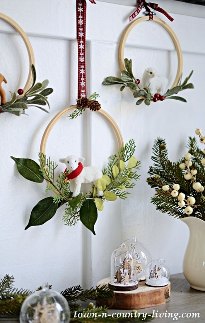 embroidery hoops made into Christmas wreaths