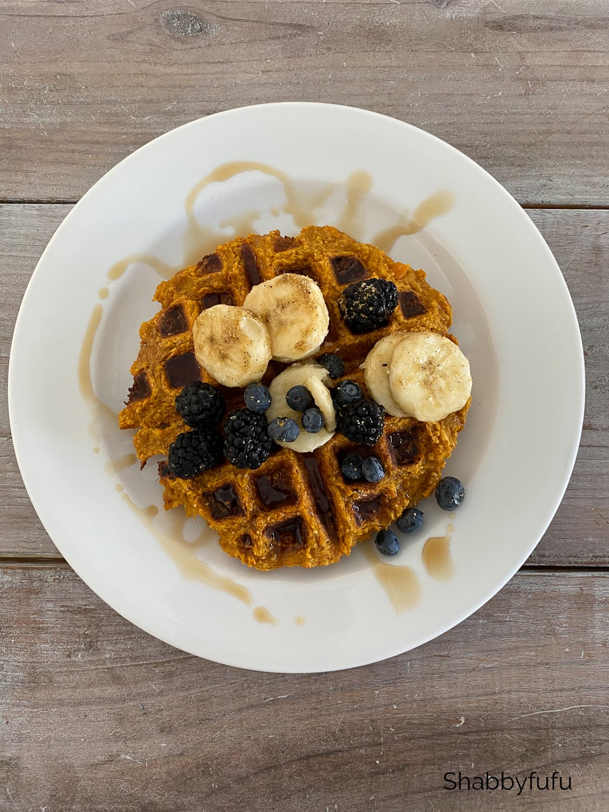 Super healthy vegan waffle with fruit!