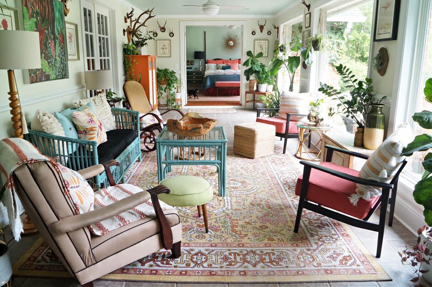 sunroom-boho-coral-green-yellow-blue-ceiling-plants-bohemian-porch-greenhouse-sunny-houseplants