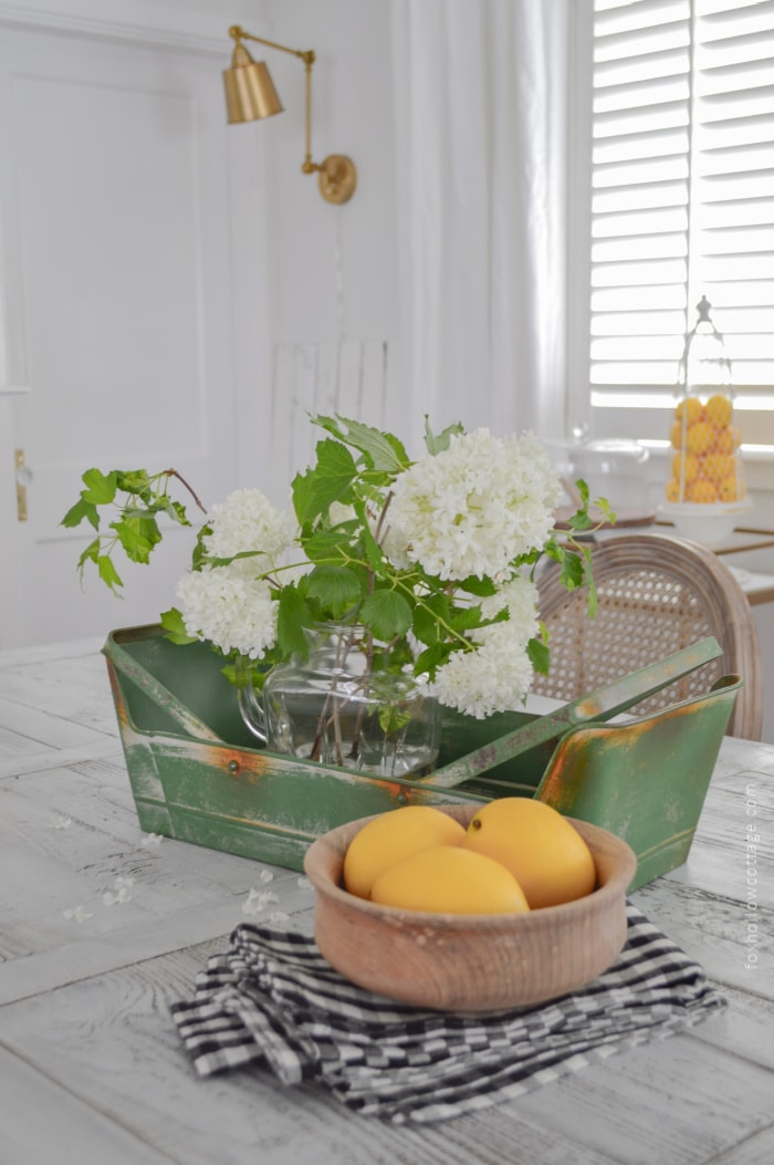 centerpiece with white flowers and lemons