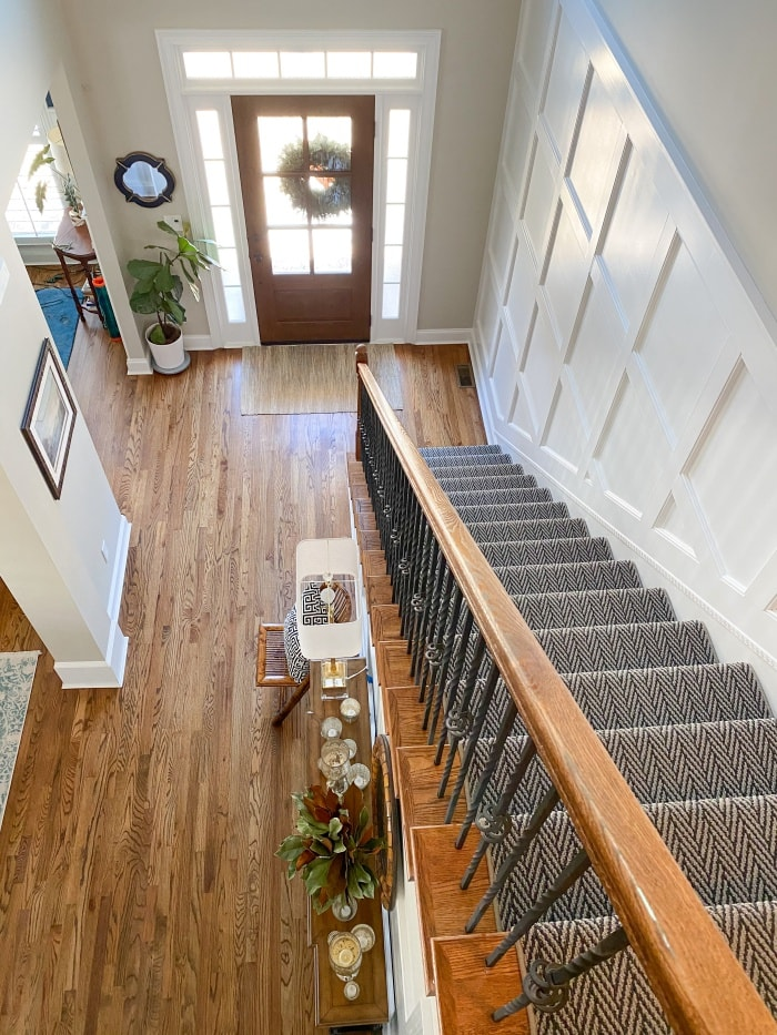 overhead view looking down into foyer with neutral walls and hardwood floors