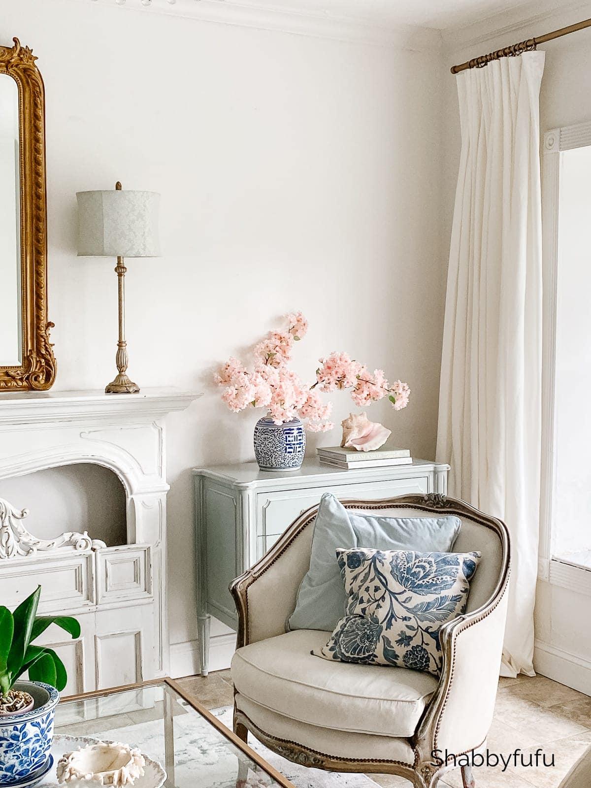 summer decor in an all white living room