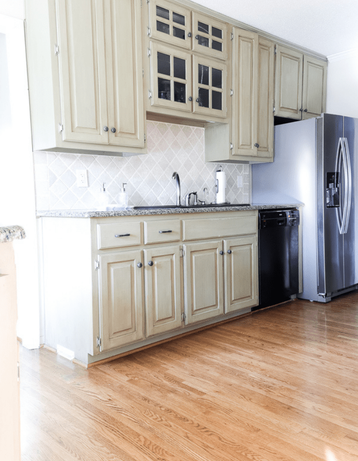 dated kitchen before farmhouse style makeover