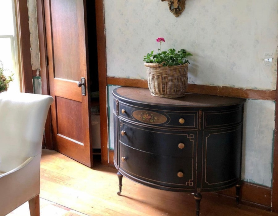 historical farmhouse dining room before decor makeover